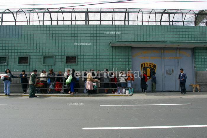 Outside view of the women's central prison with relatives waiting to visit, Lima, Peru, September 2004. - Boris Heger - 2004-08-29
