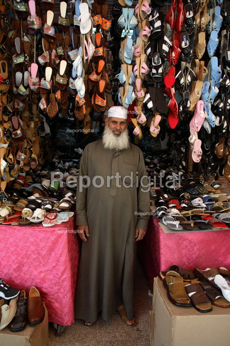 Syrian shoes merchant in front of his stand. Saida Zeinab, Damas, Syria - Morris Bernard - 2007-08-26