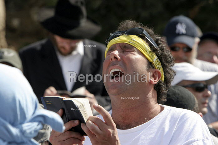 A Jewish settler prays ahead of marching from the West Bank settlement of Efrat toward a hill called Eitam, near Bethleem, where his group wants to establish an outpost settlement. Israeli settlers and rightwing groups announced that they would attempt to create five new outpost settlements, not authorized by Israel. - Morris Bernard - 2007-09-30