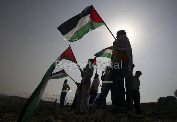 Relatives of Fifty-seven Palestinian prisoners, who have been released from an Israeli jail, are waiting for them to arrive. They have been released as a Ramadan gesture of goodwill to president Mahmud Abbas. Ramallah, The West Bank. - Morris Bernard - 2007-10-01