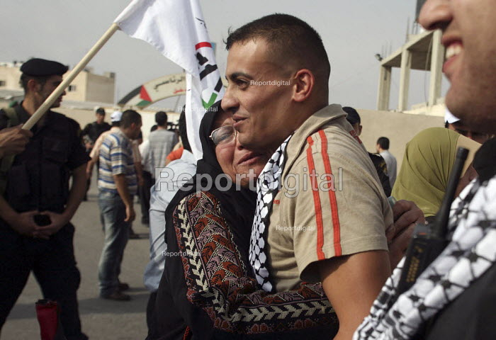 A former Palestinian prisoner (center) is greeted by his mother after being released from an Israeli jail. Fifty-seven Palestinian prisoners have been released and are welcomed back to Palestine as heroes. They have been let out of prison as a gesture of goodwill to president Mahmud Abbas. Palestinian President Mahmoud Abbas headquarters Ramallah, The West Bank. - Morris Bernard - 2007-10-01