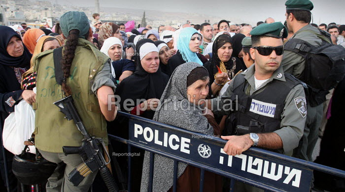 Palestinian Muslim worshippers wait in a narrow pass at an Israeli army checkpoint by the barrier that separates the West Bank and Jerusalem. They are trying to reach Jerusalems Al Aqsa Mosque, which is between the West Bank city of Ramallah and Jerusalem, for Lilat al-Qader. According to Muslim tradition The Koran was revealed to the Prophet Mohammed during the night of Lilat al-Qader. - Morris Bernard - 2007-10-08