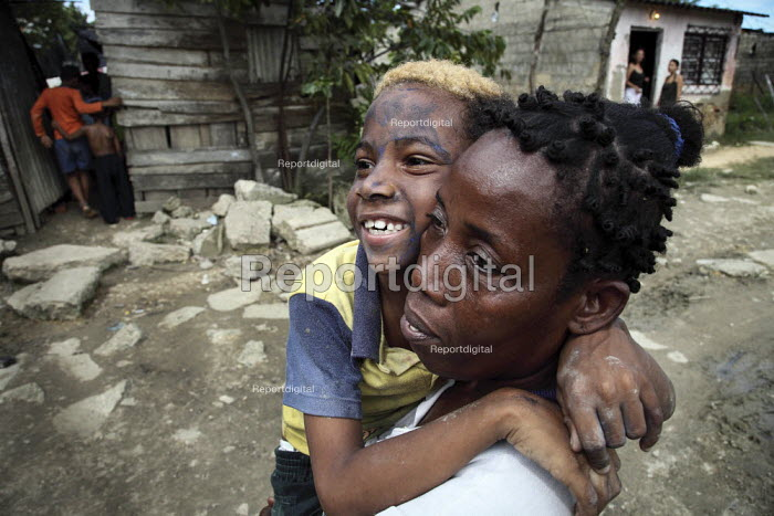 An internally displaced mother and her mentally affected child walking in the poor suburb of Pozos Azules, Cartagena. - Boris Heger - 2010-11-10