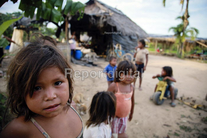 Internally displaced indigenous children playing in a shelter on the outskirts of the city, San Jose del Guaviare, Colombia. - Boris Heger - 2011-01-17