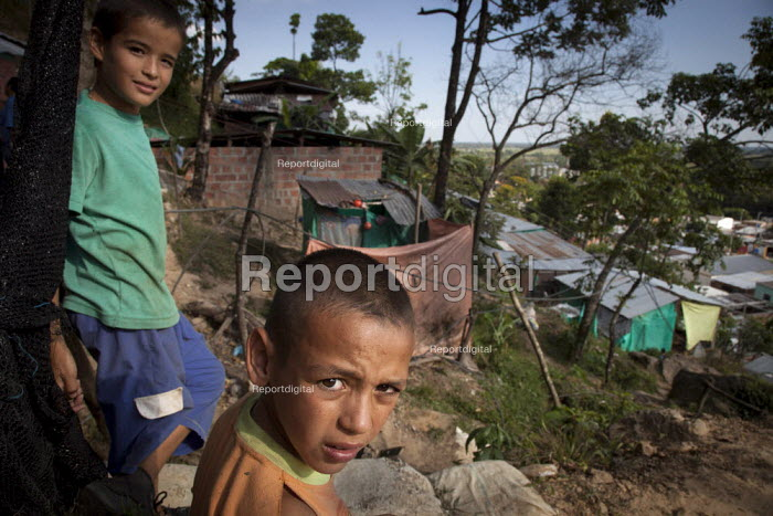 Internally displaced indigenous children standing in front of their shelter in a shantytown in Villavicencio, Colombia. - Boris Heger - 2011-01-21