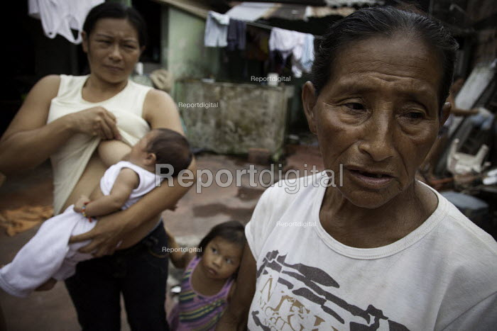An internally displaced indigenous family in a poor neighbourhood in Villavicencio, Colombia. - Boris Heger - 2011-01-22