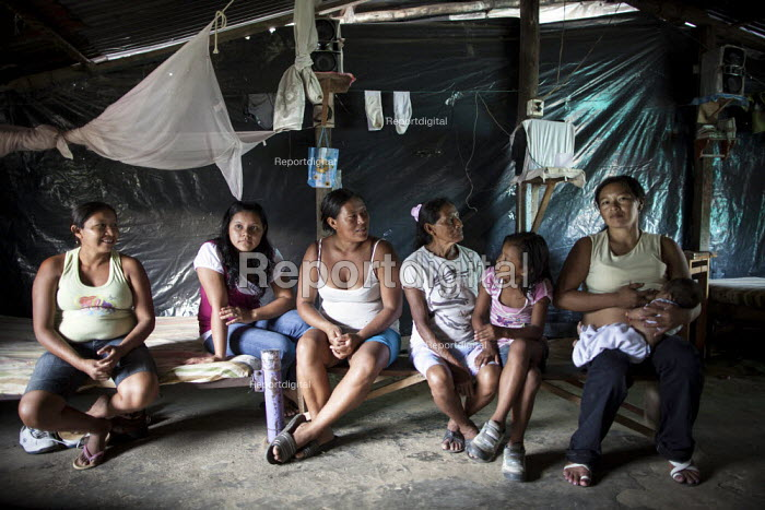 Internally displaced indigenous people in a poor neighbourhood in Villavicencio, Colombia. - Boris Heger - 2011-01-22