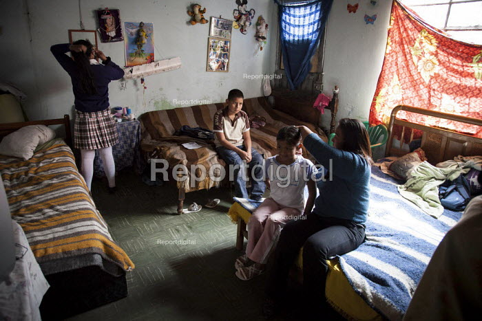 Internally displaced indigenous family in their home in a poor and dangerous neighbourhoor in Bogota, Colombia. - Boris Heger - 2011-01-25