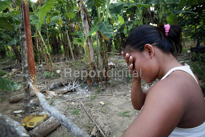 An internally displaced indigenous woman crying as she talks about her native homeland. San Jose del Guaviare, Colombia. - Boris Heger - 2011-01-17