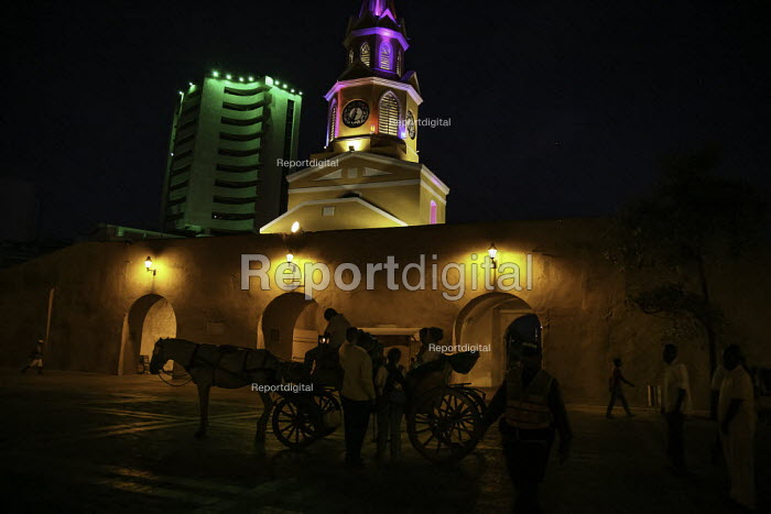 Tourists enjoying a horse drawn carriage tour, Cartagena, Colombia. At the colonial style El Reloj, or Clock Gate (built at the beginning of the 18th century by Juan de Herrera y Sotomayor) entrance to the walled city - Boris Heger - 2011-02-20