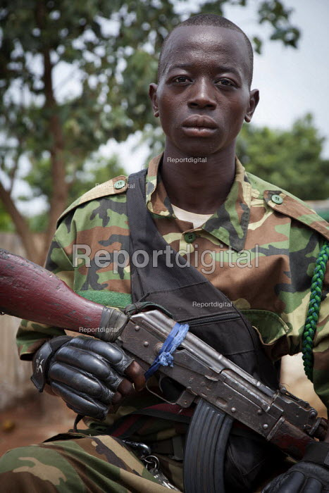 Seleka child soldiers in the street, on June 4, 2013, Bangui, Central African Republic. Seleka former rebels took power in a bloody coup on March 24th. - Boris Heger - 2013-06-04