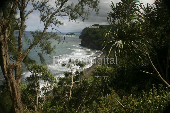 The remote Pololu Valley was the site of an ancient Hawaiian settlement, before colonization. The Hamakua coast on the windward side of the big island of Hawaii, Pacific Ocean. - David Bacon - 2010-02-13