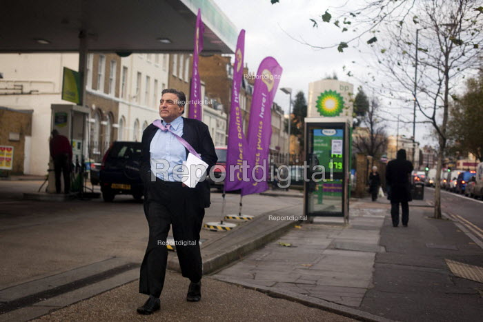 A buisness man's tie blows in the wind, Walworth Road, London. - Connor Matheson - 2012-11-22