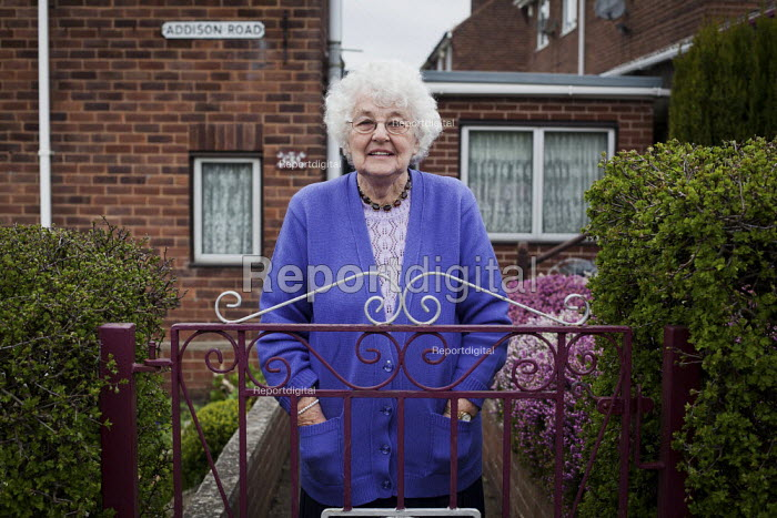 An elderly woman in Maltby, Rotherham. - Connor Matheson - 2014-04-04