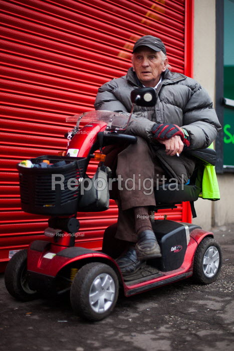 An elderly man in Maltby, Rotherham. - Connor Matheson - 2014-04-04