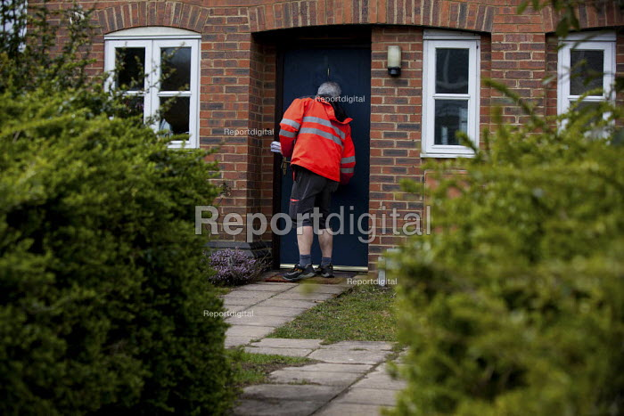 Postal worker delivering the mail, Stratford upon Avon, Warwickshire - Connor Matheson - 2013-04-12