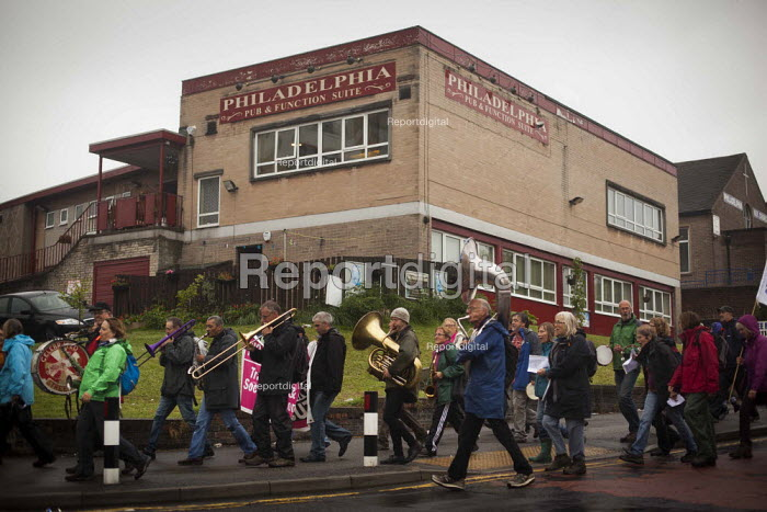 The People's March for the NHS following the route of the 1936 Jarrow march. Upperthorpe, Sheffield, South Yorkshire. - Connor Matheson - 2014-08-25