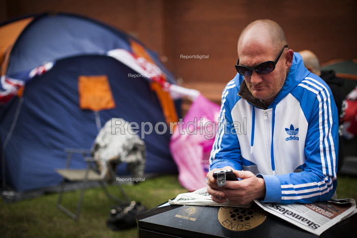 Ian, a member of the EDL, is on hunger strike outside Rotherham polcie station. EDL members camp outside Rotherham police station demanding Police Commissioner Shaun Wright resign from his post. Rotherham Centre, South Yorkshire. - Connor Matheson - 2014-08-29