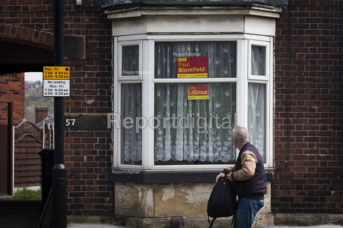 Vote Paul Blomfield Labour Party poster in the window of a house, Nether Edge, Sheffield, South Yorkshire. - Connor Matheson - 2015-04-16