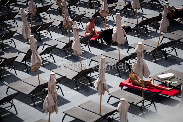 Tourists relaxing on sun loungers by the sea. Tourism is a vital industry for the maltese economy, contributing 15 to its GDP. Since 2009 Malta has experienced a 10 drop in tourism. sliema, Malta. - Connor Matheson - 2015-04-23