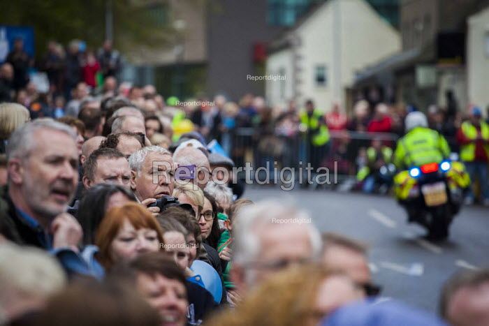 Local people and cycling enthusiasts watching the first anual Tour De Yorkshire, a cycling race inspired by the success of the Tour De France. Barnsley Centre, South Yorkshire. - Connor Matheson - 2015-05-03