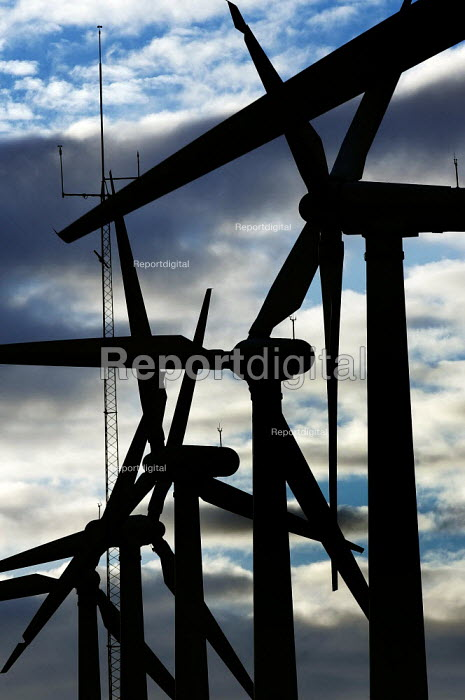 Wind Turbines at Royd Moor in South Yorkshire. - Christopher Thomond - 2005-09-02
