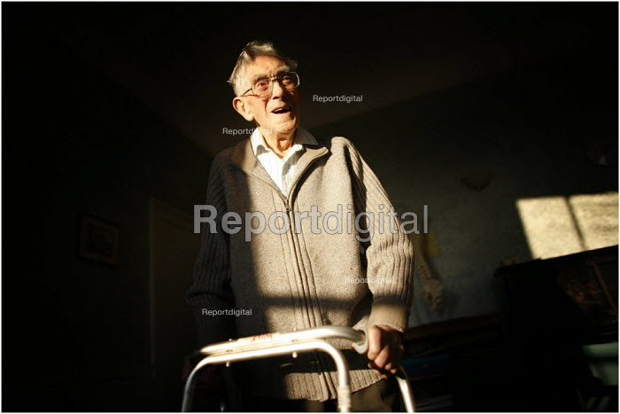 Wilfred Taylor, 100 years old and living in Bath. - Christopher Thomond - 2005-12-22