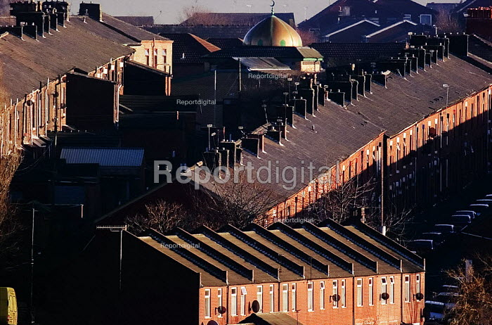 Mosque and housing in Oldham. - Christopher Thomond - 2005-12-11