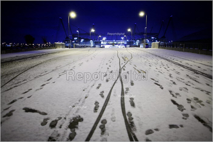 Snow on the ground. Sportcity in Manchester. - Christopher Thomond - 2005-11-28