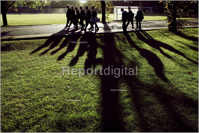 Pupils arriving at Manchester Grammar School. - Christopher Thomond - 2005-09-28
