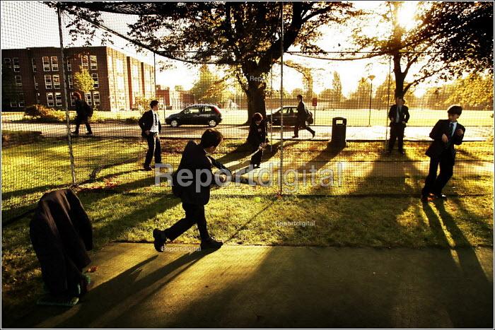 Pupils arriving at Manchester Grammar School. - Christopher Thomond - 2005-09-28