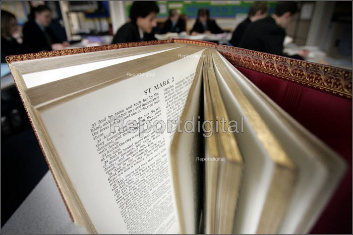 THOMOND - Pupils at Woodchurch HS in Wirral bucking the trend by using the bible extensively in RE classes. 08/03/2005. - Christopher Thomond - 2005-03-08