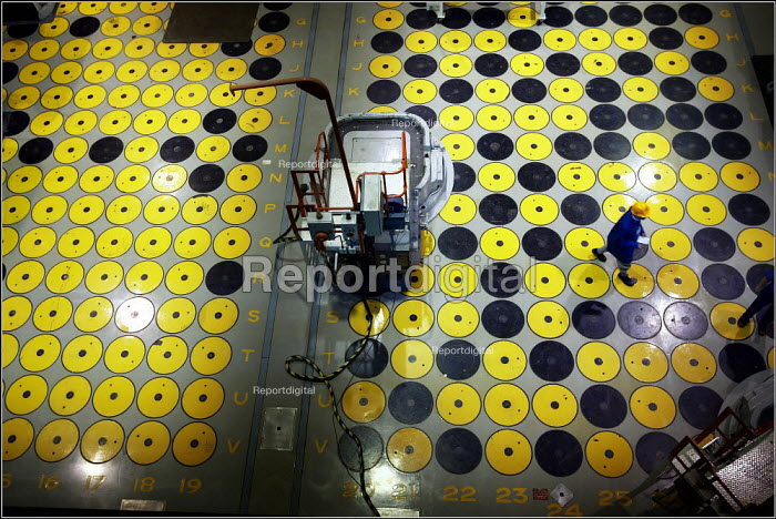 Flasks in the Vitrified Product Store at Sellafield. Yellow circles denote full flasks, black are empty. - Christopher Thomond - 2003-09-09