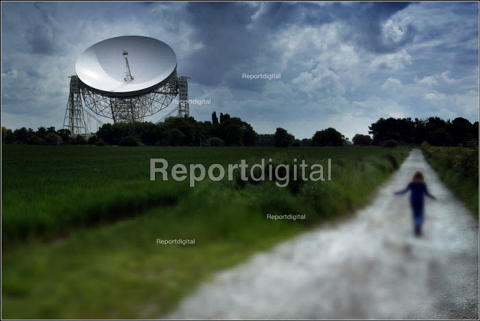 Lovell radio telescope at the University of Manchester Jodrell Bank in Cheshire. - Christopher Thomond - 2004-05-05