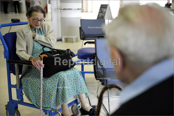 Patients in Bexley Wing at St James' Hospital in Leeds. - Christopher Thomond - 2008-06-10