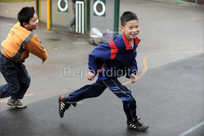 Breaktime at Gorton Mount Primary School in Manchester. - Christopher Thomond - 2008-09-09