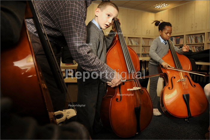 Pupils learn the double bass with a musician from the Royal Liverpool Philharmonic Orchestra. Pupil in a music lesson at Sacred Heart Catholic Primary School and Kensington Junior & Infant School in Liverpool. - Christopher Thomond - 2008-11-27