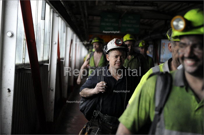 Miner leaving at the end of his shift, Daw Mill Colliery, Warwickshire. - Christopher Thomond - 2008-12-05