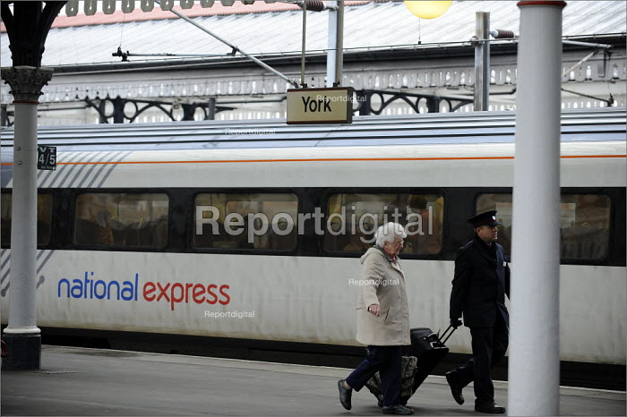 Passengers at York Railway Station and a National Express train - Christopher Thomond - 2009-01-08