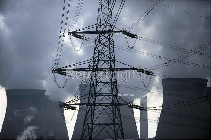 Ferrybridge Power Station in Yorkshire. - Christopher Thomond - 2009-01-14