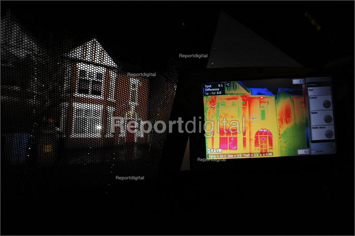 Thermographers from Heatseekers analysing heat loss from homes in Salford. The van based infrared camera scans houses and the results are used to inform residents who may need to improve home insulation or replace ineffective windows and doors. - Christopher Thomond - 2009-01-19