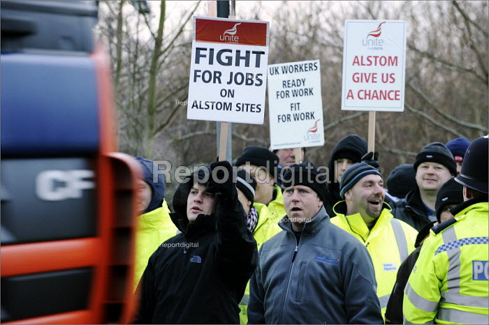 Protestors calling on Alstom to give British workers fair access to construction jobs at Staythorpe power station near Newark-on-Trent. - Christopher Thomond - 2009-02-11