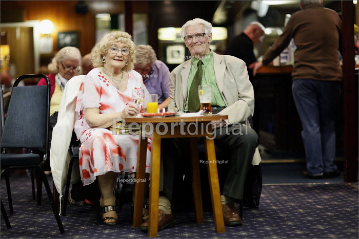 Waiting for the entertainment at the Cleveleys Working Men's Club, Lancashire. - Christopher Thomond - 2009-05-15