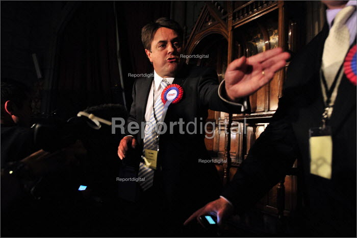 European elections voting results at Manchester Town Hall. BNP leader Nick Griffin speaking after being elected as an MEP. - Christopher Thomond - 2009-06-08