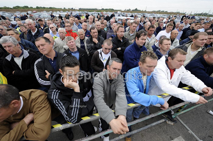 Sacked workers protest, Total Lindsey oil refinery, Immingham, Lincolnshire. Nine hundred workers at the refinery were sacked following a wildcat strike when an agreement not to cut any jobs was broken - Christopher Thomond - 2009-06-22