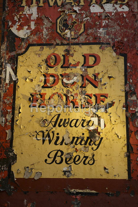 A faded and peeling sign at the Old Dun Horse Hotel in Ramsbottom, recently out of business. - Christopher Thomond - 2009-07-06
