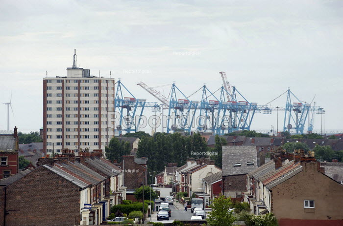 Bootle docks looming over Litherland, Sefton, Merseyside. - Christopher Thomond - 2009-07-07