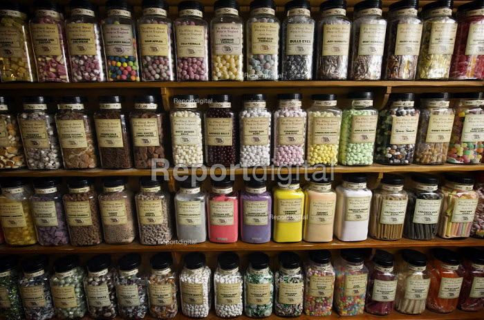 Traditional glass jars of old fashioned sweets at The Oldest Sweet Shop in England based at Pateley Brifhe, North Yorkshire since 1827. - Christopher Thomond - 2009-07-08