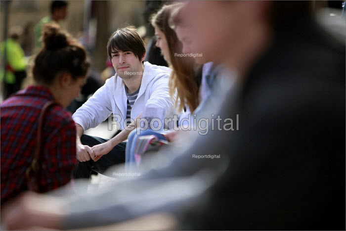 A student relaxing iat the University of Leeds campus. - Christopher Thomond - 2009-09-25