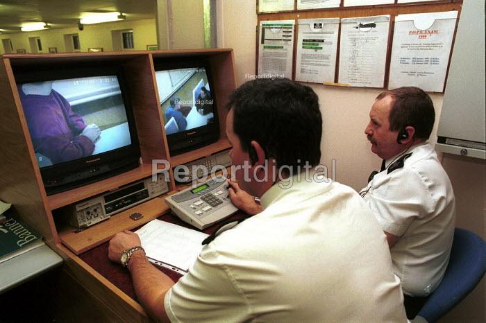 Prison Officers watching prisoners using CCTV to combat drug smuggling into  Pentonville Prison. - Duncan Phillips - 1999-01-25